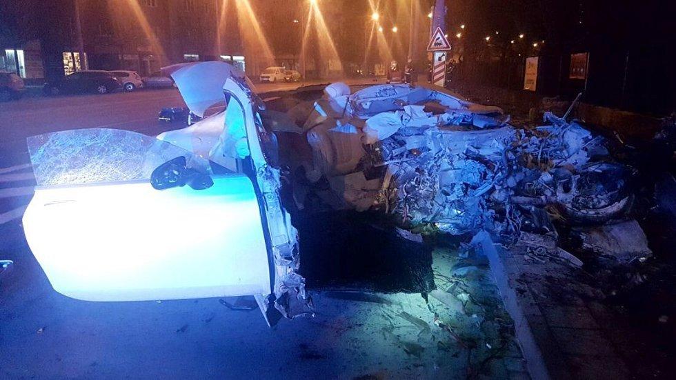 Tragická nehoda mercedesu ve Wolkerově ulici v Olomouci