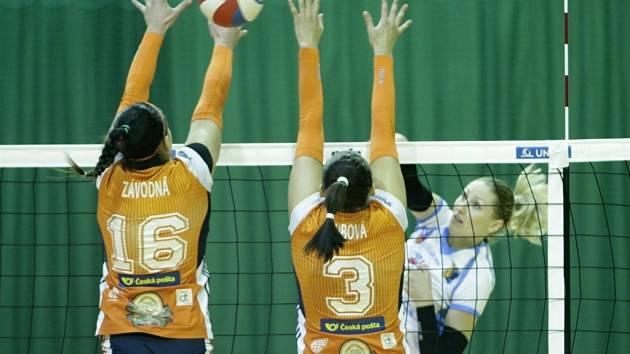 Olomoucké volejbalistky (v oranžovém) proti Prostějovu