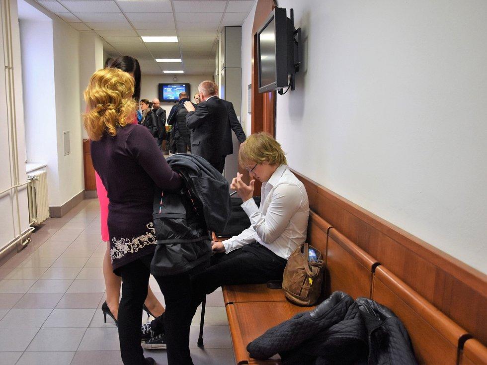 Vrchní soud v Olomouci potvrdil původní verdikt a poslal mladíky, kteří zapálili kostel v Gutech, do vězení