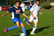 Fotbalisté Dolan (v modrém)