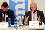 Šéfredaktor Deníků na střední Moravě Ondřej Dluhí a Ladislav Okleštěk (ANO 2011). Debata kandidátů na hejtmana Olomouckého kraje
