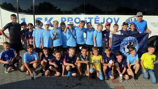 Malí fotbalisté 1.SK Prostějov, kteří byli účastníky těžké dálniční nehody 11. června, na výletě v Olomouci