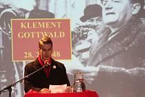 Dvoudenní vzdělávací projekt Podzim komunismu zakončily v olomoucké Pevnosti poznání zdramatizované projevy výrazných postav minulého režimu.