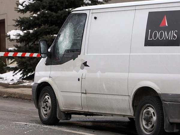 21. února 2013.Ozbrojení lupiči přepadli vůz bezpečnostní agentury vPřemyslovicích