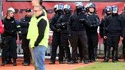 Strážci pořádku na Andrově stadionu v Olomouci
