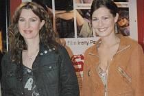 Irena Pavlásková (vlevo) obsadila do filmu Bestiář také někdejší Miss ČR Janu Doleželovou.