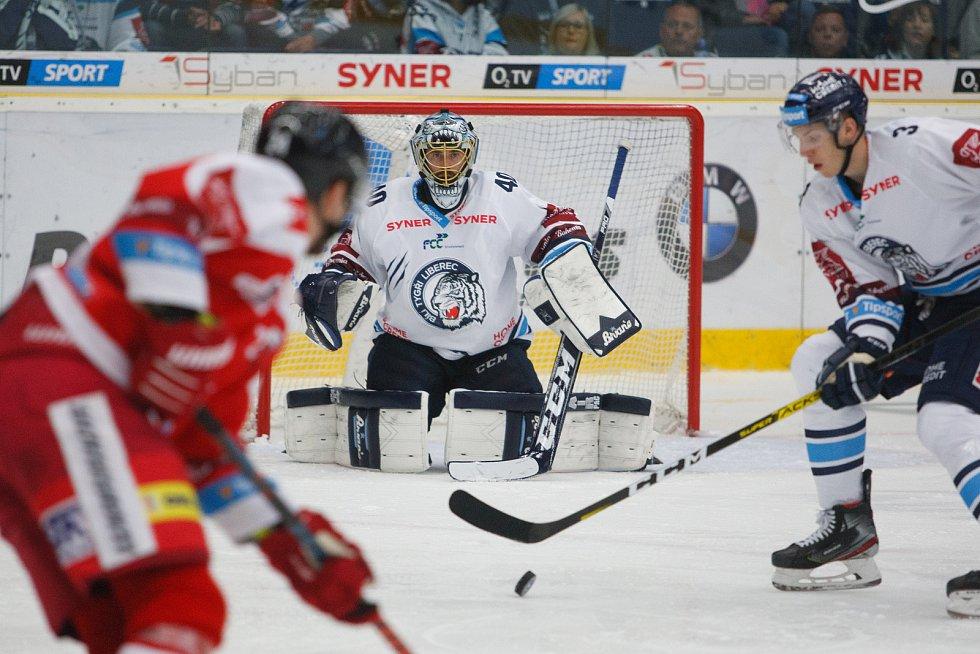 Utkání 8. kola hokejové extraligy mezi HC Bílí Tygři Liberec a HC Olomouc. Na snímku golman Marek Schvarz