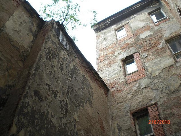 Vnitřní trakt ZŠ Komenium před opravou. Foto: MmOl