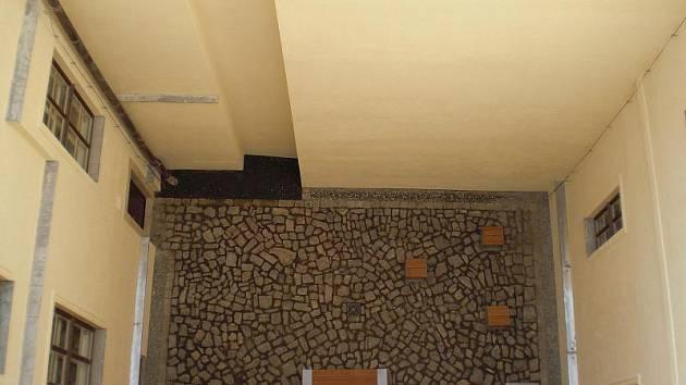 Vnitřní trakt ZŠ Komenium po rekonstrukci. Foto: MmOl