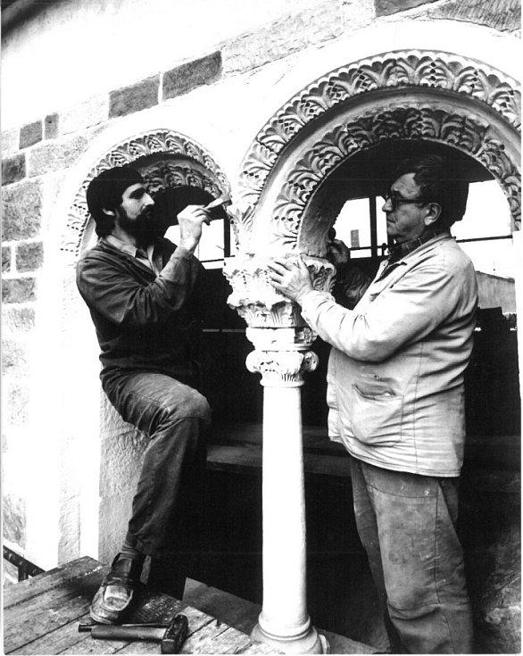Ladislav Werkmann a Aleš Rozehnal v 80. letech při práci na Zdíkově paláci