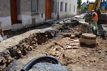 Pravděpodobné základy Litovelské brány v Uničově se nachází zhruba v úrovni internátu průmyslové školy. Nalezené torzo archeologové zdokumentovali a poté stavbaři zdivo zasypali.