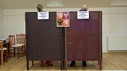 Volební místnost v hasičské zbrojnici Olomouc část Chomoutov.