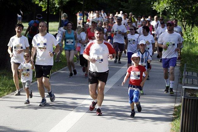 Součástí olomouckého půlmaratonu je iRodinný běh. V17 hodiny se na něj vydaly stovky účastníků.
