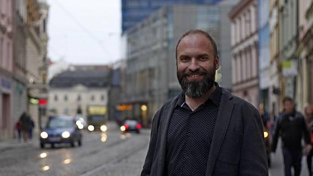 Olomoucký architekt Petr Daněk pokreslením chodníků v ulici 8. května ekologickým křídovým sprejem nespáchal trestný čin.