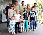 Fotbalisté Sigmy navštívili malé pacienty na olomoucké onkologii. Akce se zúčastnily i modelky Renata Langmannová a Vlaďka Řepková.
