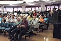 Několik stovek občanů z Věrovan, Dubu nad Moravou, Citova a Brodku u Přerova, přišlo do RCO vyjádřit svůj nesouhlas se stavbou pískovny ve Věrovanech na Olomoucku