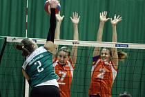Olomoucké volejbalistky (v oranžovém) prohrály s KP Brno 1:3.