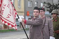 Členové tělovýchovné jednoty Sokol Olomouc – Hodolany spolu s členy Československé obce legionářské uctili vznik republiky tradičním položením kytice k pomníku obětem světových válek