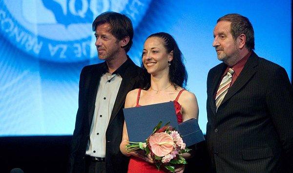 Ceny Olomouckého kraje za rok 2011: baletka Renáta Mrózková, cenu jí předal herec Jiří Langmajer