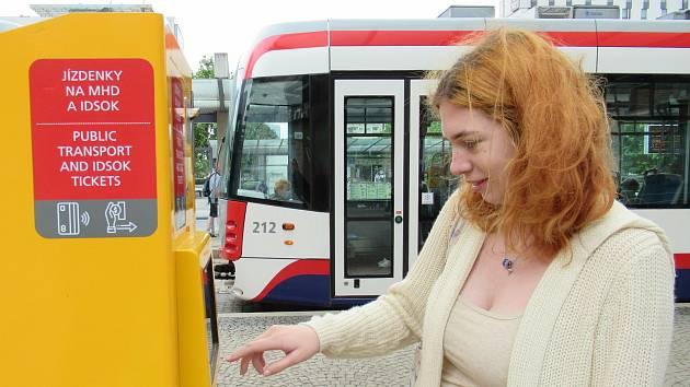 Jízdenkový automat DPMO. Ilustrační foto