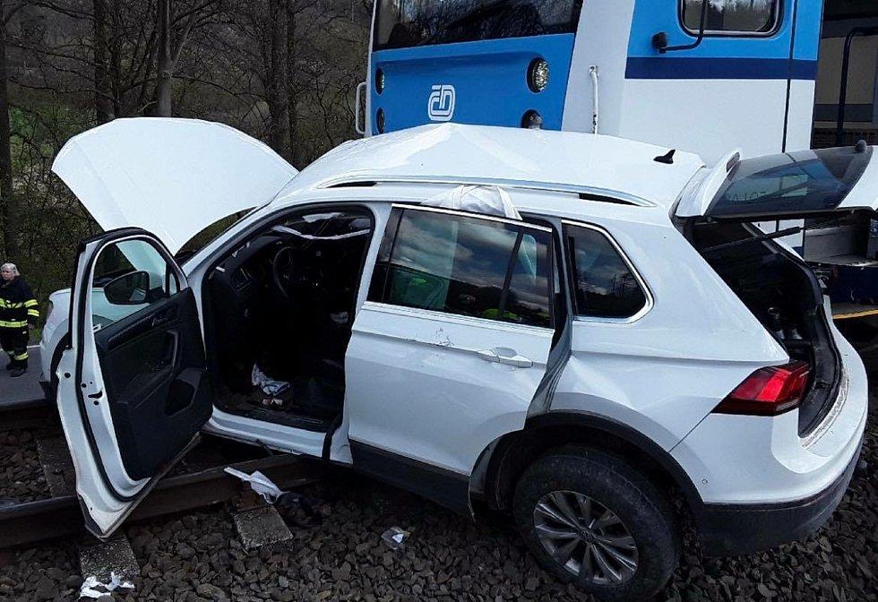 Těžká dopravní nehoda na železničním přejezdu mezi Moravským Berounem a Domašovem nad Bystřicí.