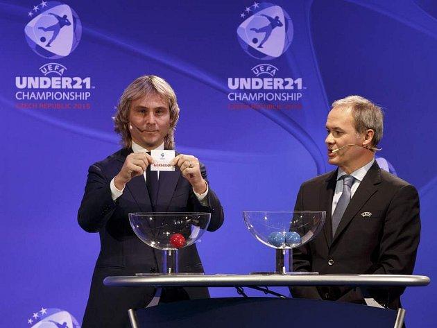 Pavel Nedvěd při losování ME U21, které se v roce 2015 bude hrát v Praze, Olomouci a Uherském Hradišti