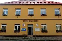 Obecní úřad v Lužicích. Ilustrační foto