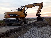 Rekonstrukce silnice III/4468 v úseku mezi obcemi Štarnov a  Štěpánov, místní část Benátky, která byla hlavně na okrajích samá díra a dvě vozidla se míjela jen s obtížemi, zahrnuje sanaci rozbitých okrajů a pokládky nového dvouvrstvého asfaltového povrchu