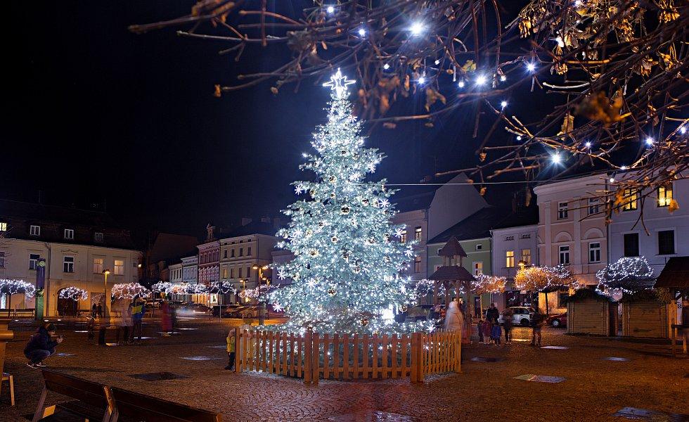 Vánoční strom a výzdoba ve Šternberku.