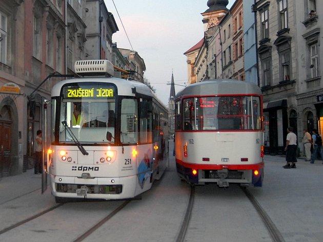 Zkušební jízda tramvaje.