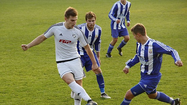 Fotbalisté 1. HFK Olomouc (v bílém) porazili Hranice 2:1.