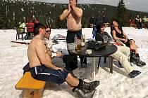 Dubnové lyžování na Ovčárně pod vrcholem Pradědu