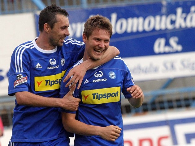 Pavel Dreksa (vpravo) a Michal Ordoš se radují z gólu