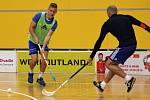 Olomoučtí fotbalisté si zpestřili přípravu na pondělní utkání proti Liberci florbalem v Čajkaréně. Jakub Plšek