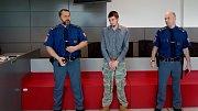 """Obžalovaný Jiří Christ odmítá, že by ubil bezdomovce ve Šternberku. """"Otec to na mě hodil. Vzal si moje boty,"""" bránil se v soudní síni olomouckého krajského soudu."""