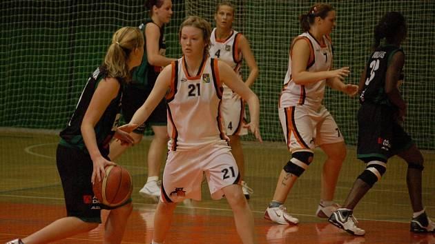 Olomoucké basketbalistky v bílém.