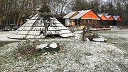 Římskokatolická farnost Křelov prohrála soudní bitvu o pozemky zabavené za komunistického režimu. Dohromady se jedná o 6,5 hektaru. Pozemky se nacházejí v okolí Lovecké chaty v Horce nad Moravou (na snímku) a u koupaliště Poděbrady