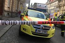 Záchranáři a hasiči zasahují u tragické srážky náklaďáku s chodkyní v Palackého ulici v Olomouci