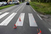 Nehoda se stala na přechodu v Bratrušovské ulici v Šumperku, pod auto vběhla šestiletá dívka