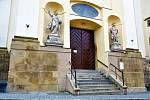 Uzavřený hlavní vchod do kostela sv. Michala v Olomouci, 14. 2. 2020