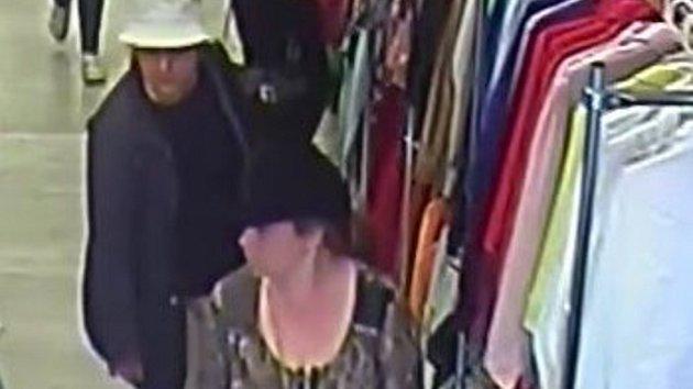 Zlodějky v prodejně s oděvy