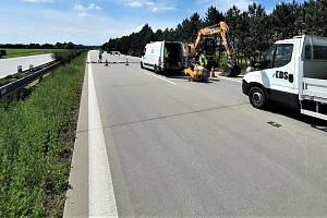 Oprava poškozených míst dálnici D35 mezi Přáslavicemi a Velkým Újezdem na Olomoucku