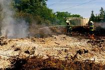U požáru, který se rozšířil při pálení klestí, zasahovali ve čtvrtek hasiči v Bohuňovicích