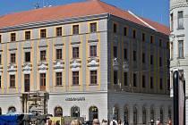Restaurace McDonald's sídlí v přízemí nedávno zrekonstruovaného Salmova paláce v centru Olomouce