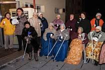 Senioři ve Fischerově ulici v Olomouci se připojili k akci Česko zpívá koledy