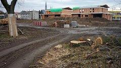 Stavba rodinných domů jako součást nového obytného areálu mezi ZŠ Demlova a ulicí Na Letné naproti Hradiska. Leden 2018