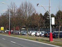 Město Šternberk nechalo do dvou ulic namontovat stacionární radary. Zařízení si pronajalo od soukromé firmy. Na snímku radar v Olomoucké ulici.