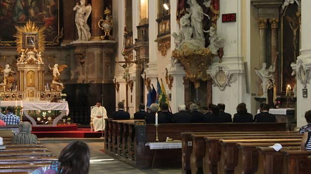 Dobrovolní hasiči z Dubu nad Moravou uspořádali ke stodvacátému výročí založení sboru oslavy, jejichž součástí byla i mše za zemřelé kolegy.