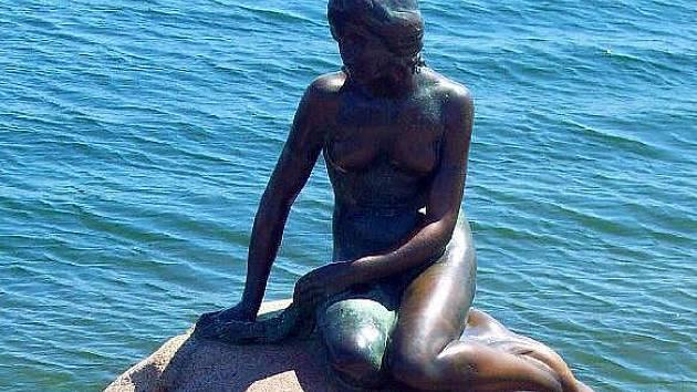 Malá mořská víla, symbol dánské Kodaně. Ilustrační foto