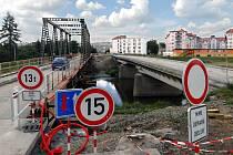 Provizorní most u kojeneckého ústavu.